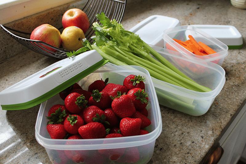 Rubbermaid-FreshWorks-Strawberries-Celery-Carrots